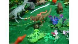 Recreó escena de Jurassic Park con juguetes