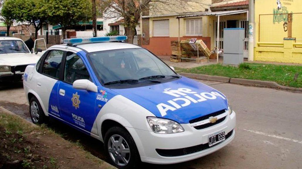Fusilaron de ocho disparos a un joven en la puerta de su casa