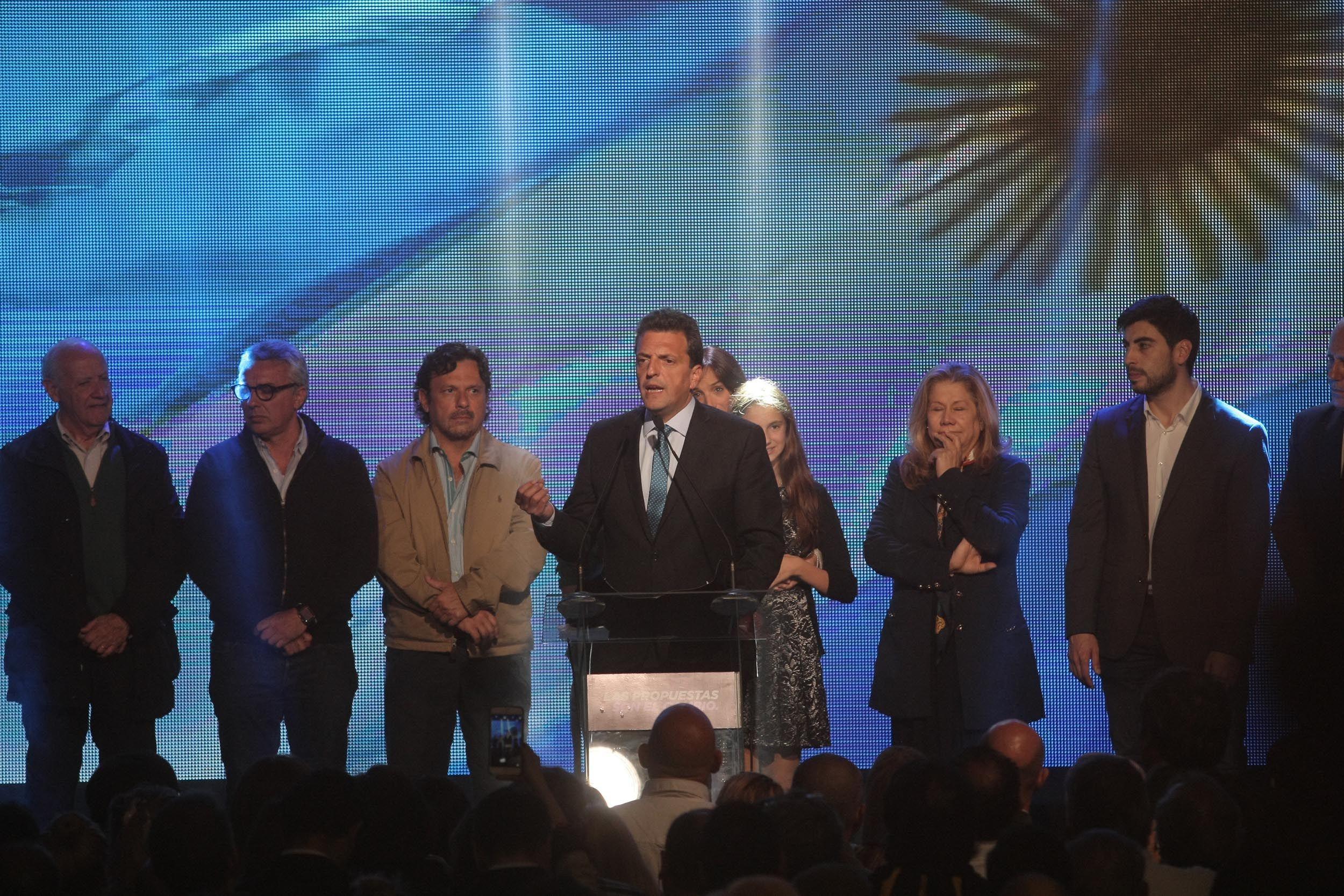 Massa reconoció su derrota: Felicito a Scioli y Macri