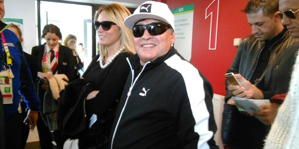 Maradona, un hincha más en el estadio alentando a Los Pumas