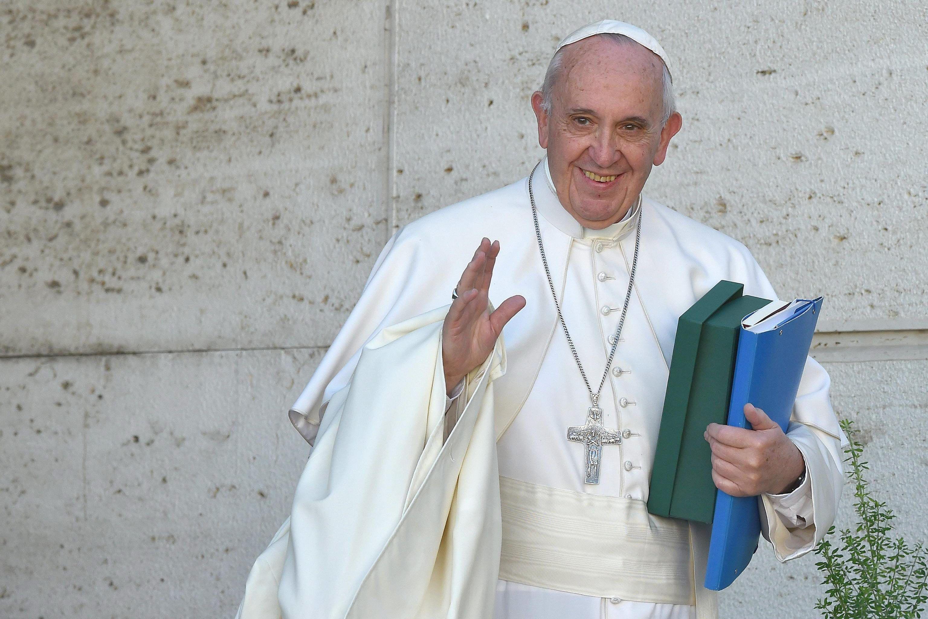 El Papa abogó por la sobriedad en una sociedad ebria de consumo y placeres