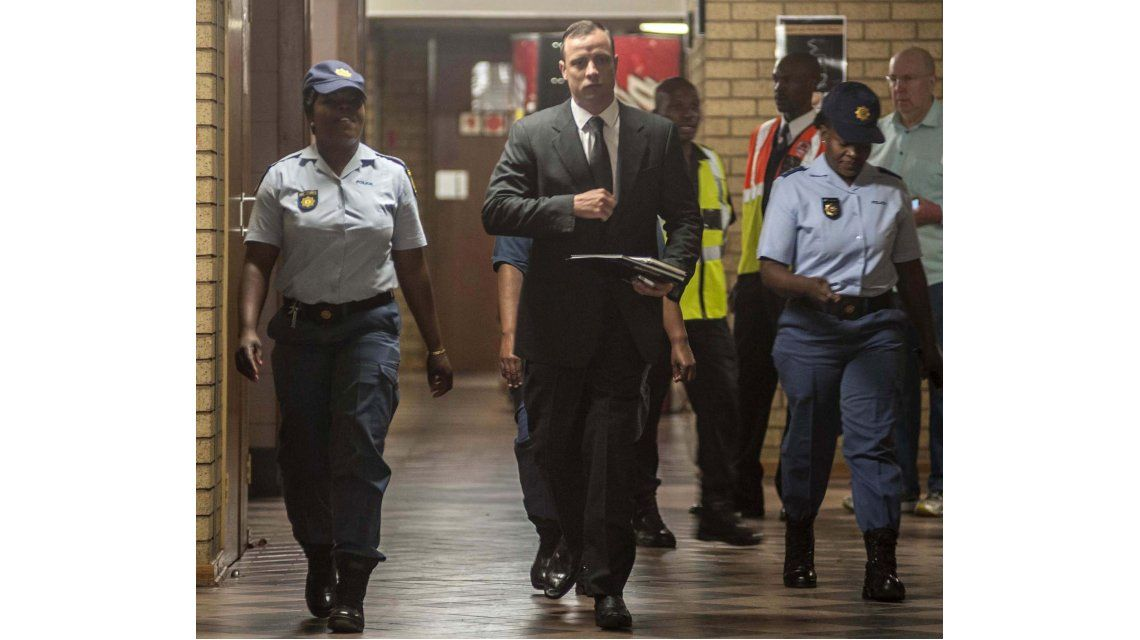 Oscar Pistorius, en libertad bajo fianza por el asesinato de su novia: pagó 700 dólares