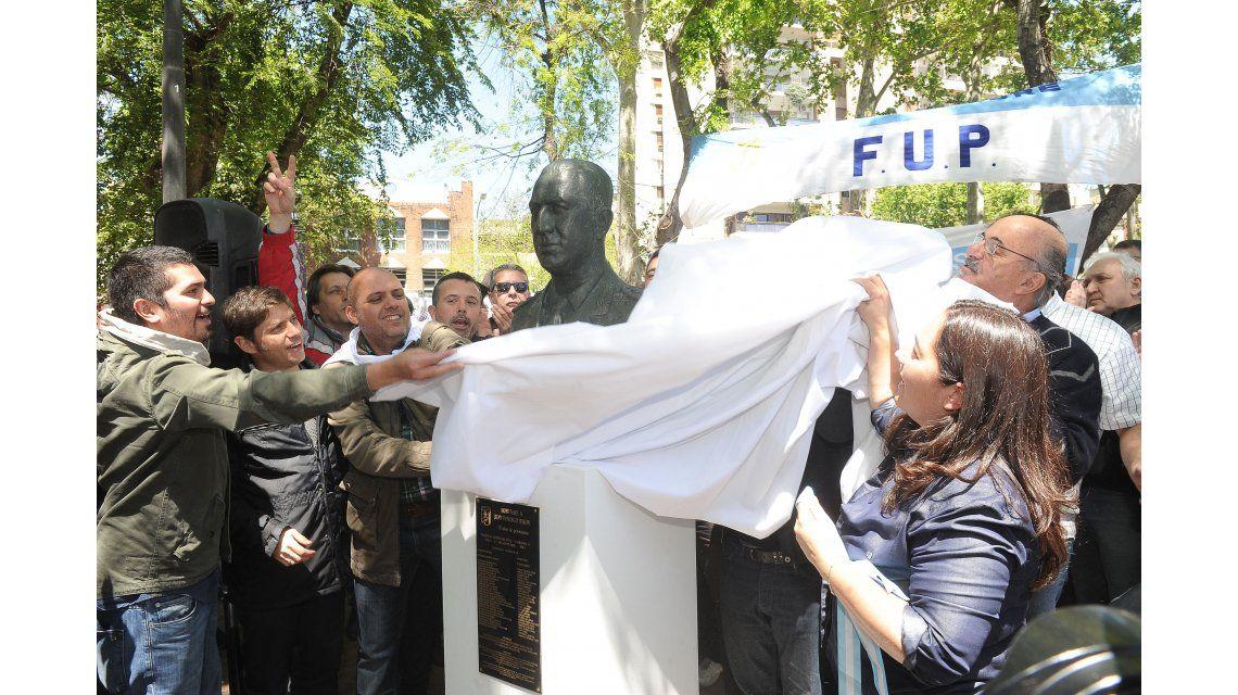 En el Día de la Lealtad, inauguraron un busto de Perón en Parque Centenario