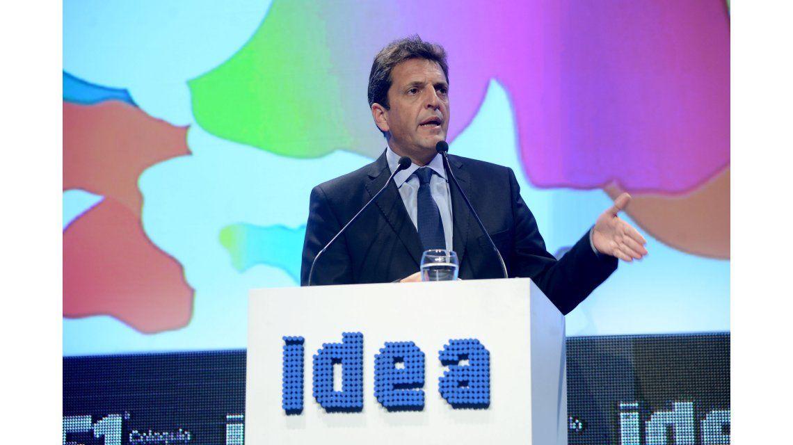 Massa prometió quitar impuestos a los empresarios que transformen planes sociales en empleo