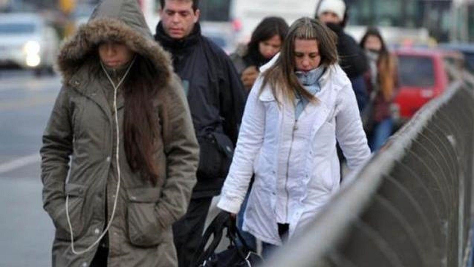 Cada vez más cerca de los 0 grados: la ola de frío sigue azotando a la Ciudad
