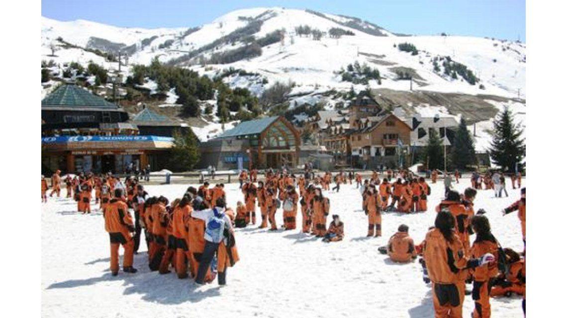 Viaje de egresados: una estudiante denunció que la abusaron cuatro jóvenes en Bariloche