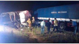 Choque frontal de camiones en Luján