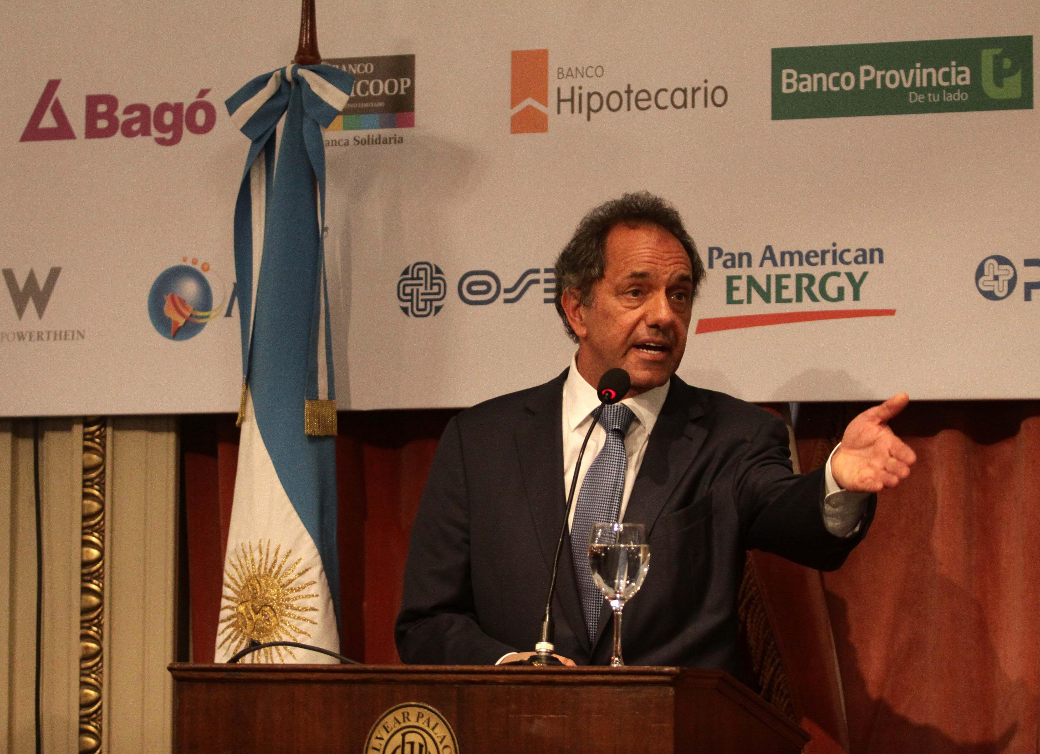 Scioli aseguró que de ser presidente nunca más pedirá préstamos con condiciones al FMI