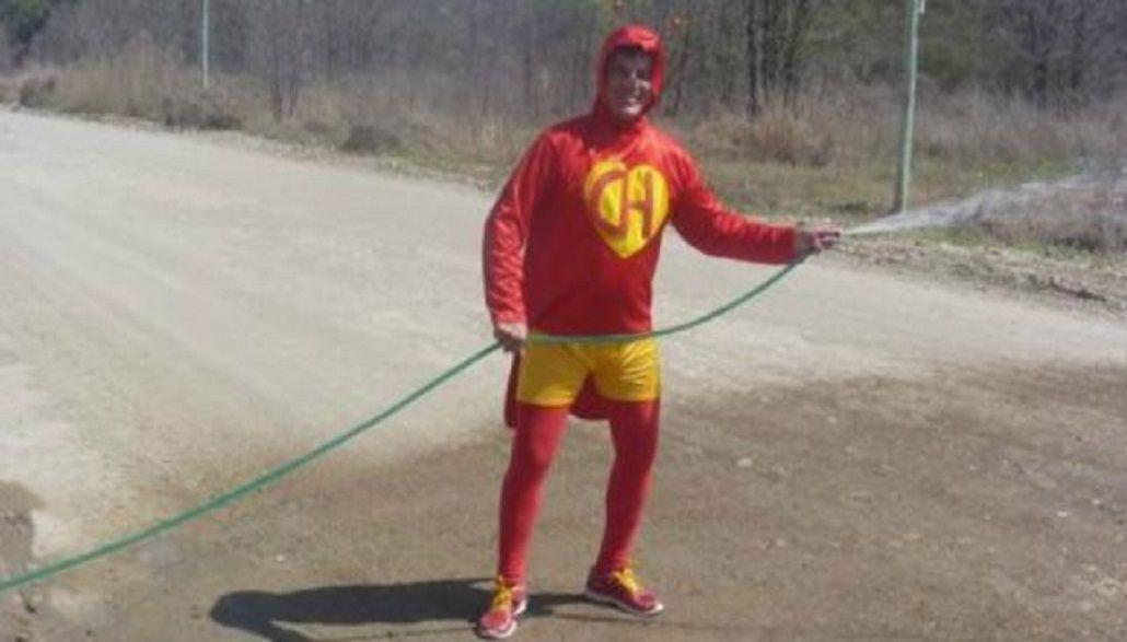 El Chapulìn Colorado apareció para salvar a los vecinos de Carlos Paz