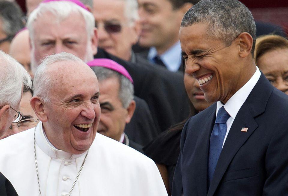 Descubren con qué Pasaporte viaja el Papa a todo el mundo