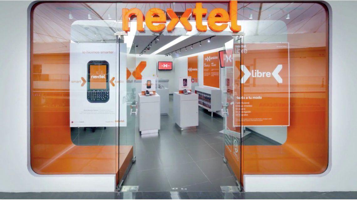 Un especialista advierte que Nextel es parte de un plan mayor de Clarín