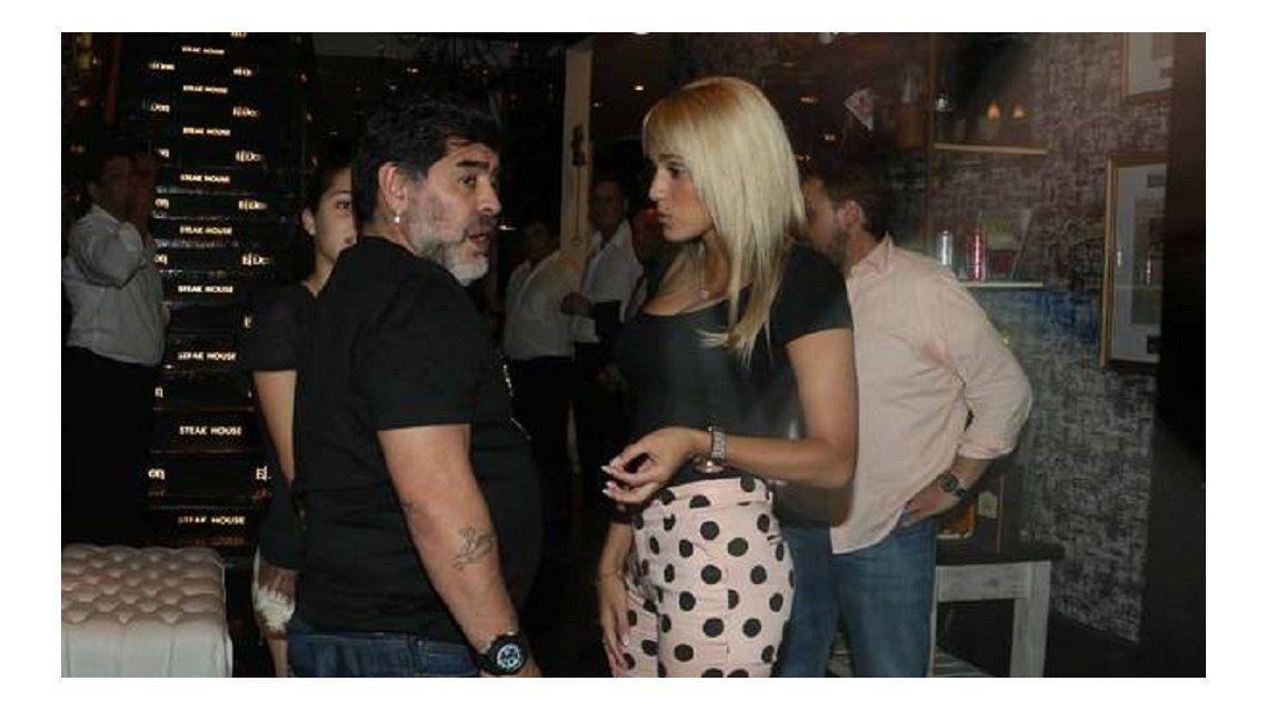 Astro de la danza: Diego Maradona dio una exhibición bailando cumbia con Rocío Oliva