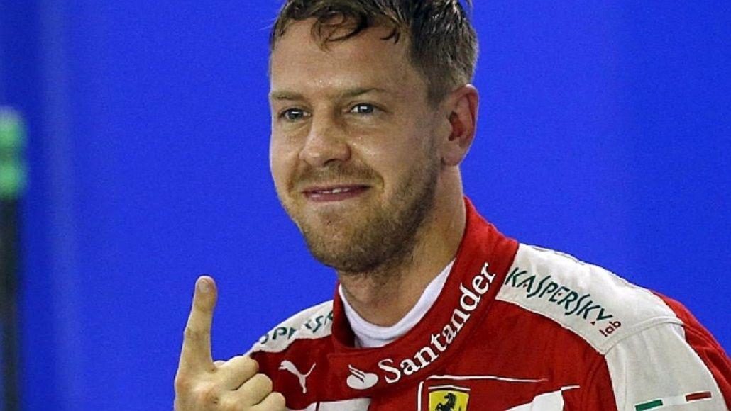 Vettel largará primero en Singapur y Ferrari cortó una sequía de tres años sin pole position