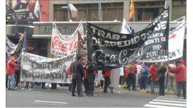 Caos en Corrientes y Callao por un piquete de empleados de Coca-Cola