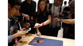 El nuevo iPhone no convenció a inversionistas: Apple cayó 2% en Wall Street