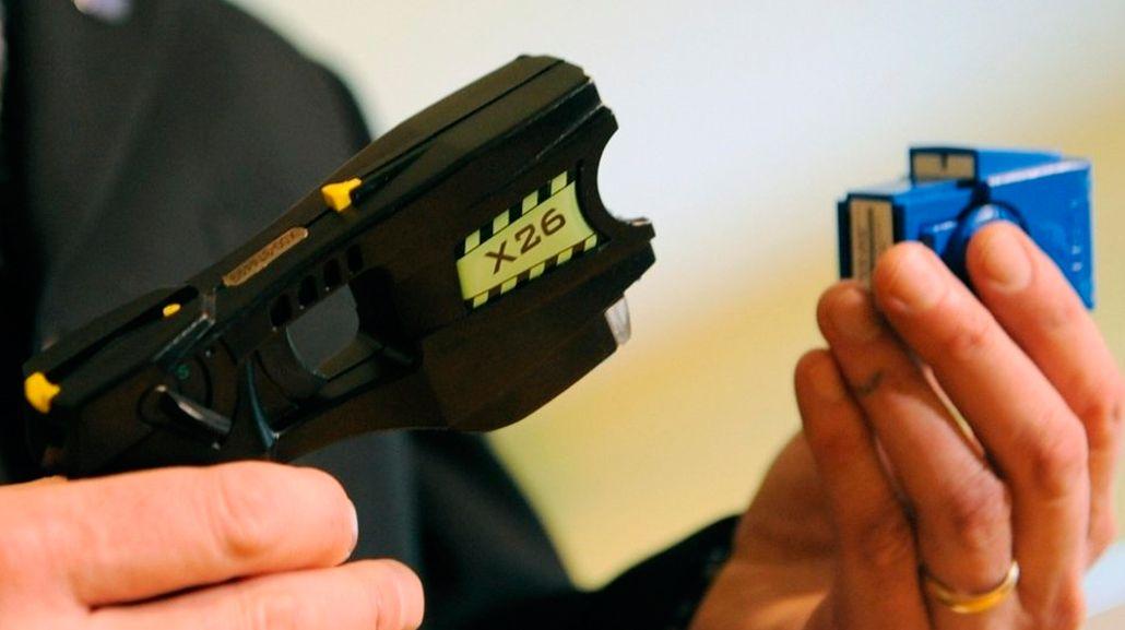 La Corte dejó firme un fallo que autoriza la utilización de pistolas Taser