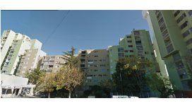 Tragedia en Villa Soldati: tres chicos cayeron de un balcón y uno murió