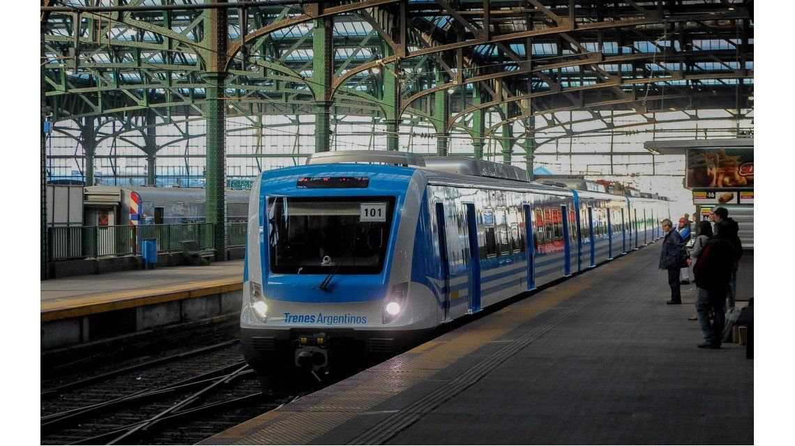 Arrancó puntual el nuevo tren Roca pero no para en la estación Sarandí