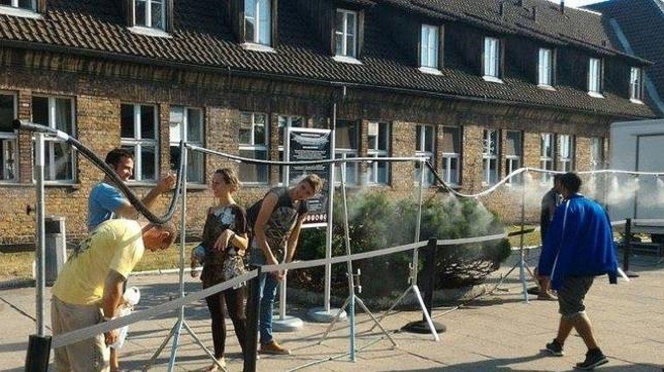 Polémica por aspersores para el calor en Auschwitz que recuerdan el Holocausto