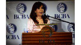 Cristina criticó a los países en desarrollo por instar a tomar deuda en dólar