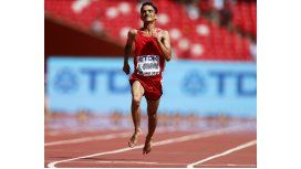 Tiene 16 años y corrió descalzo una carrera en el Mundial: salió último