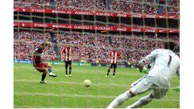 Messi erró un penal, pero Barcelona triunfó en su debut