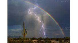 La foto de un rayo y un arcoíris es furor
