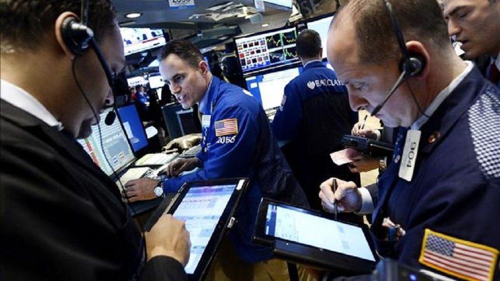Wall Street y bolsas europeas se hundieron hasta 4,3% tras desplome de los mercados chinos