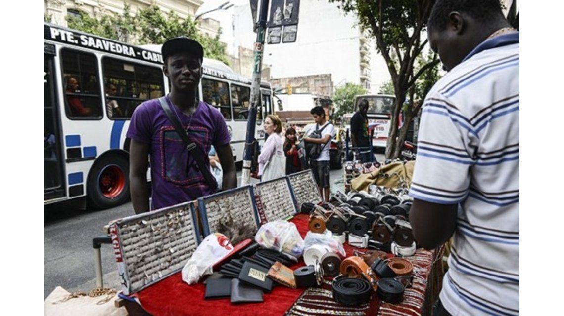 Vendedores ambulantes senegaleses denuncian abusos de la Metropolitana