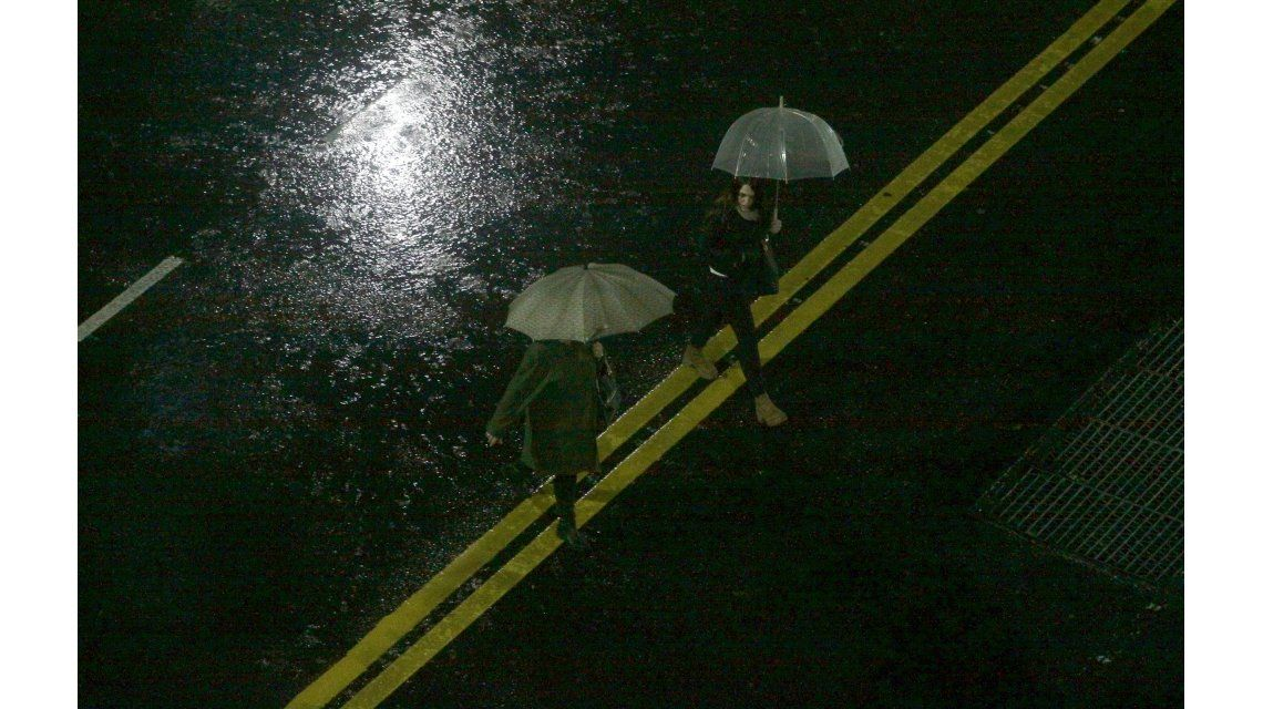 Rige un alerta meteorológico en la Ciudad por lluvias y tormentas intensas
