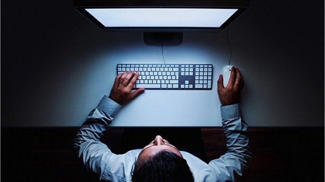Firman un convenio para combatir actividades ilícitas por la web
