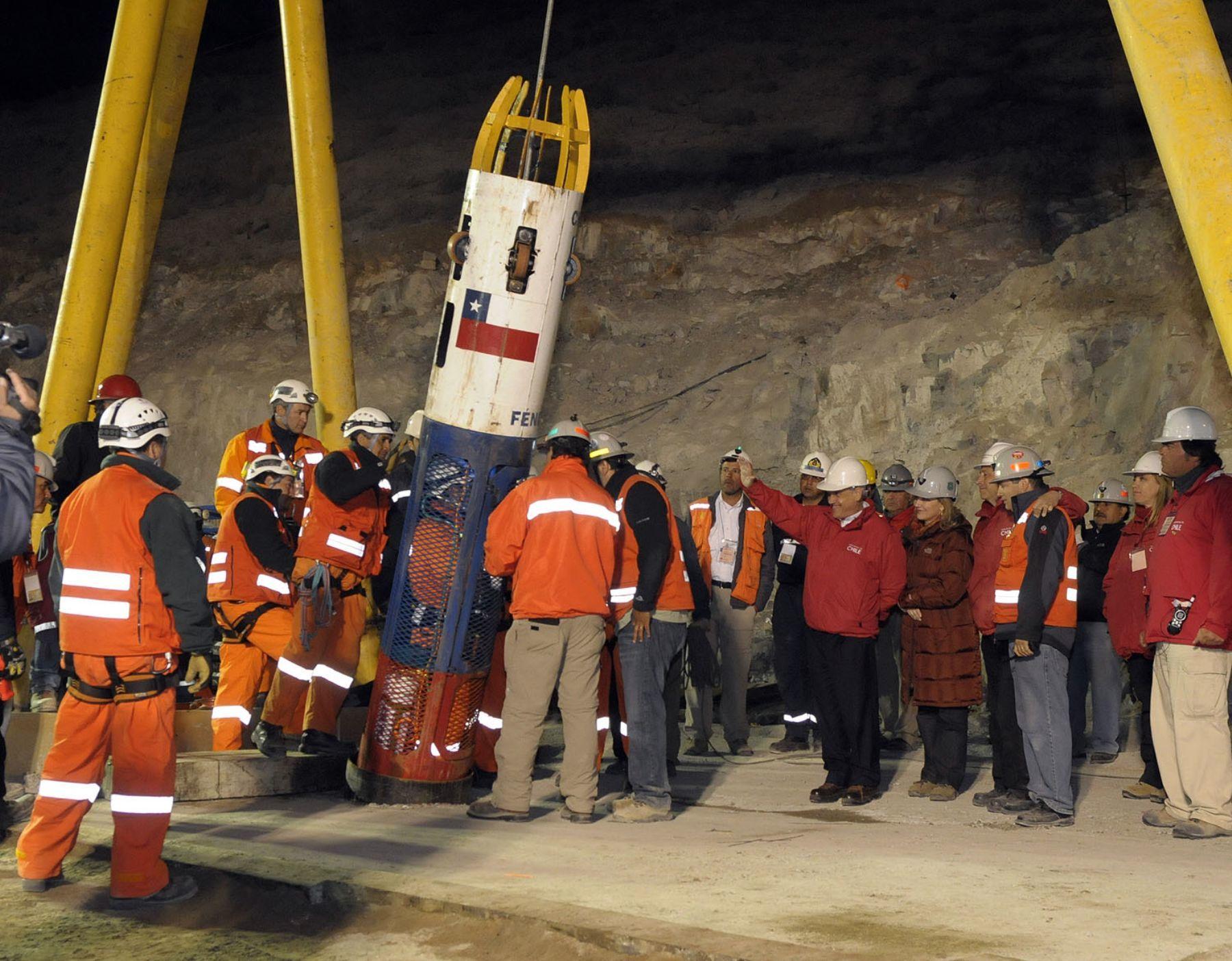Los 33 mineros chilenos pasaron 70 días a 700 metros bajo tierra