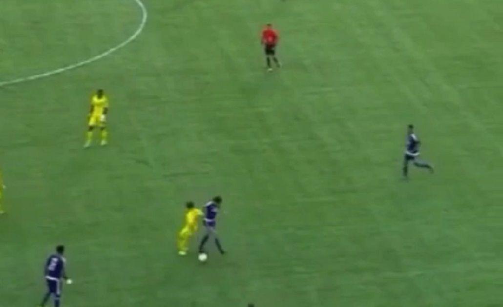 A lo Mudo Vázquez: el brasileño Kaká y una jugada a puro caño