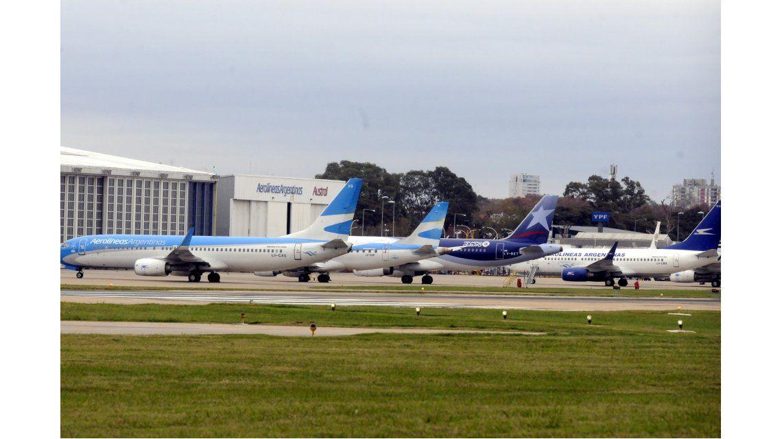 Demoras y cancelaciones en Aeroparque por medida de controladores