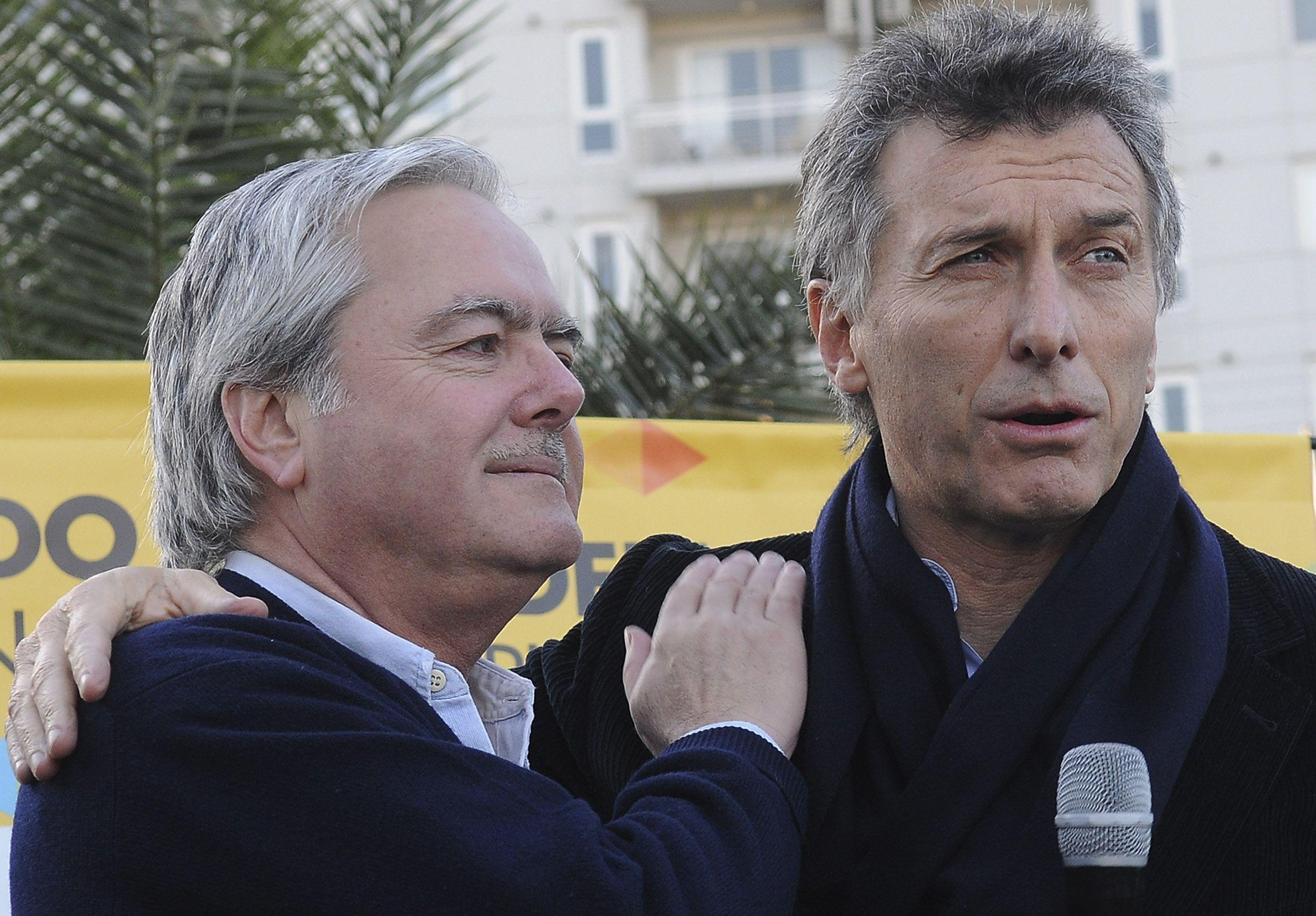 Pinedo le entregará los atributos del mando presidencial a Mauricio Macri