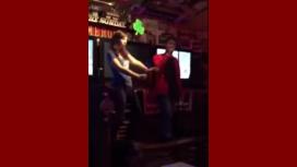 Mirá al actor que interpretó a Harry Potter cantar Eminem en un karaoke