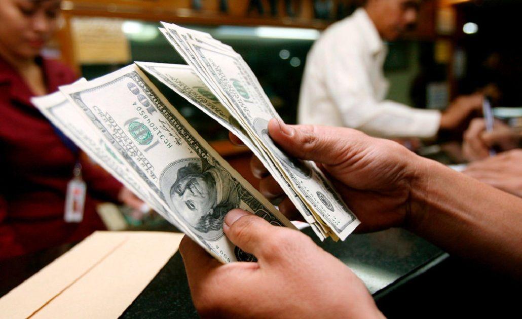 Entre especulaciones y la disputa por el contado con liqui se disparó el dólar ilegal