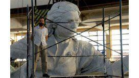 Todo listo para la inauguración de la escultura de Juana Azurduy