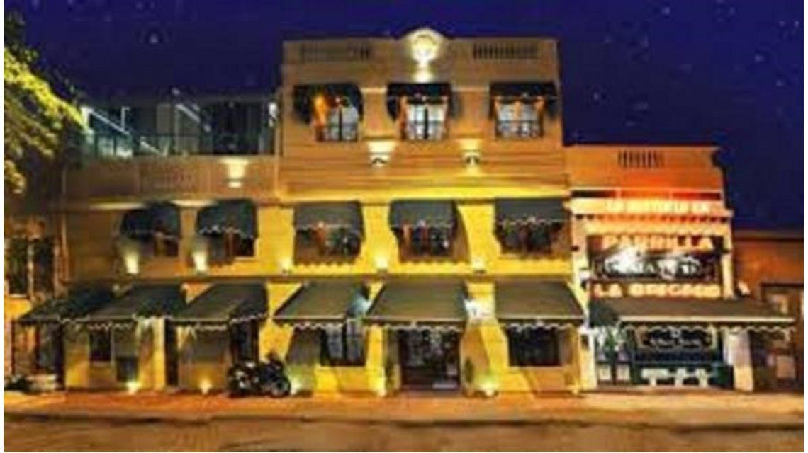 Giro inesperado: detienen a dos empleados de famoso restaurante por entregadores