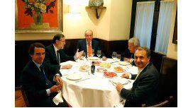 Oficialistas y opositores en una cena ejemplar