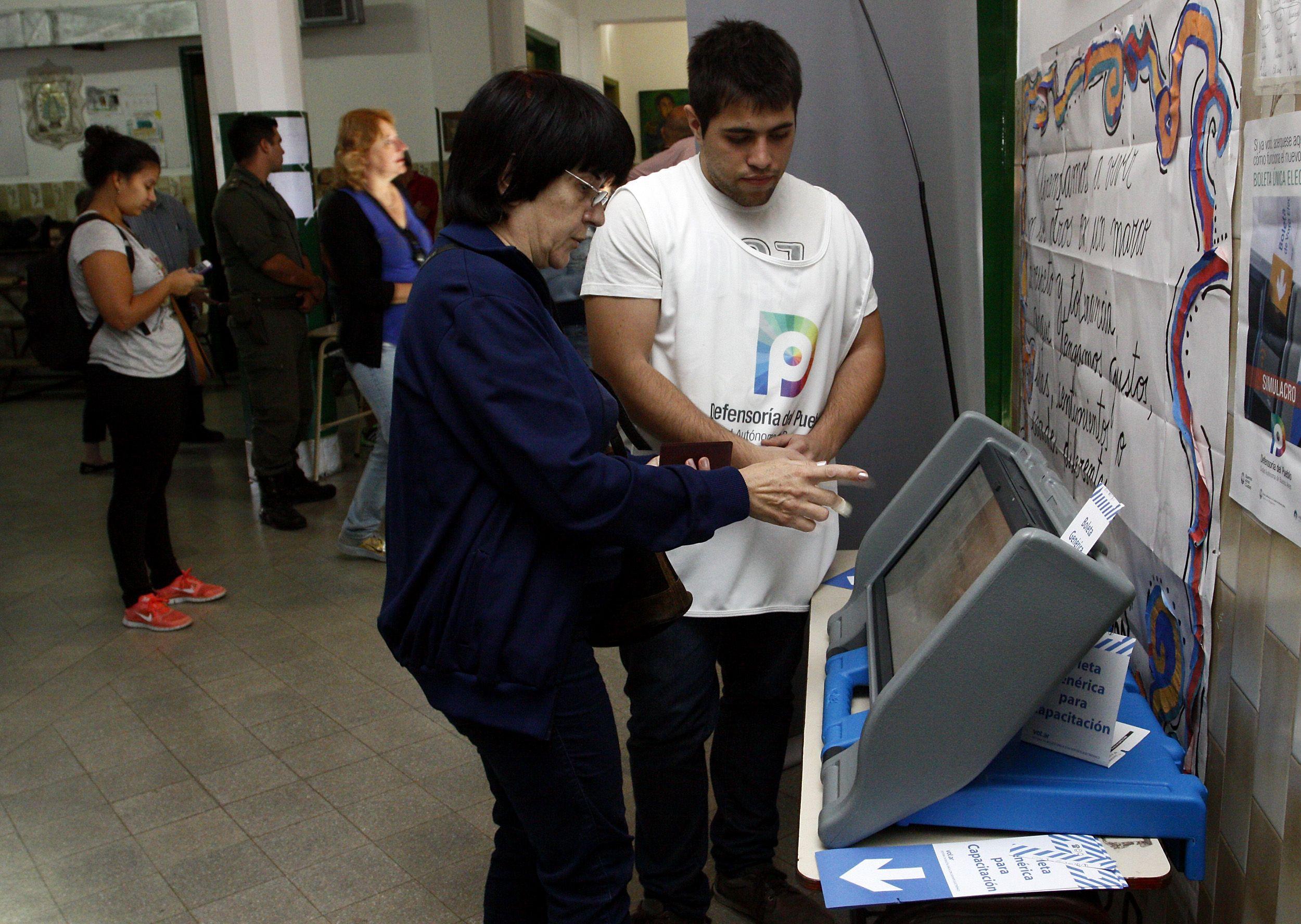 El Gobierno apura la aprobación de la boleta única electrónica