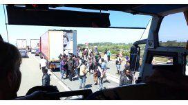 El desesperado intento de 30 inmigrantes por cruzar la frontera del Reino Unido