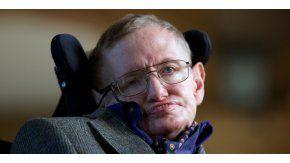 El científico Stephen Hawking inauguró un centro de inteligencia artificial