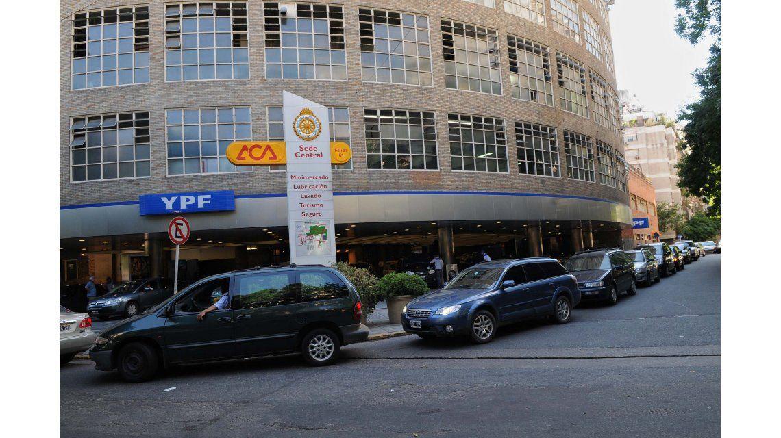Estacioneros garantizan suministro de naftas pese al paro de Camioneros