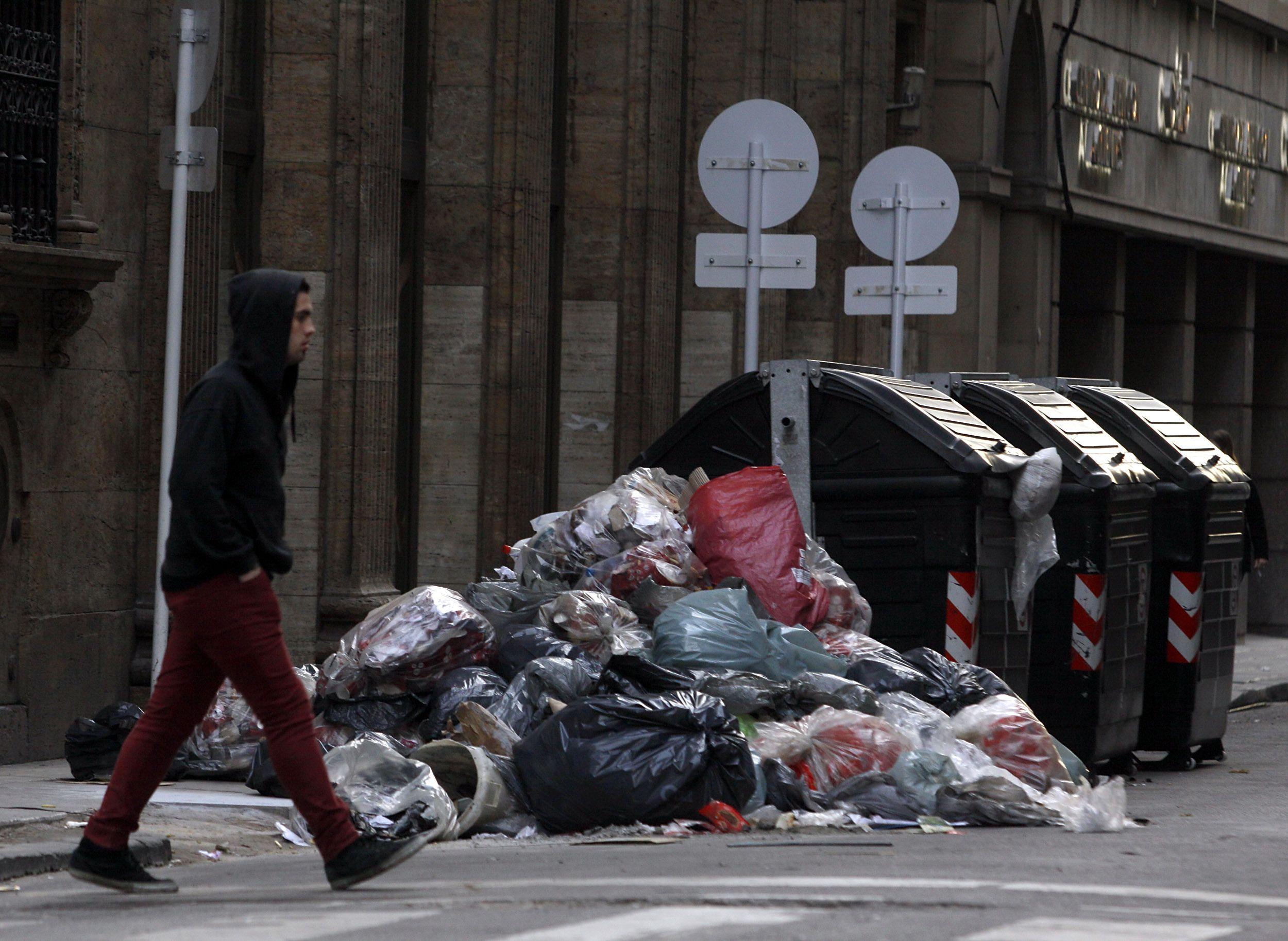 No saques la basura: Camioneros extendió el paro a la recolección de residuos