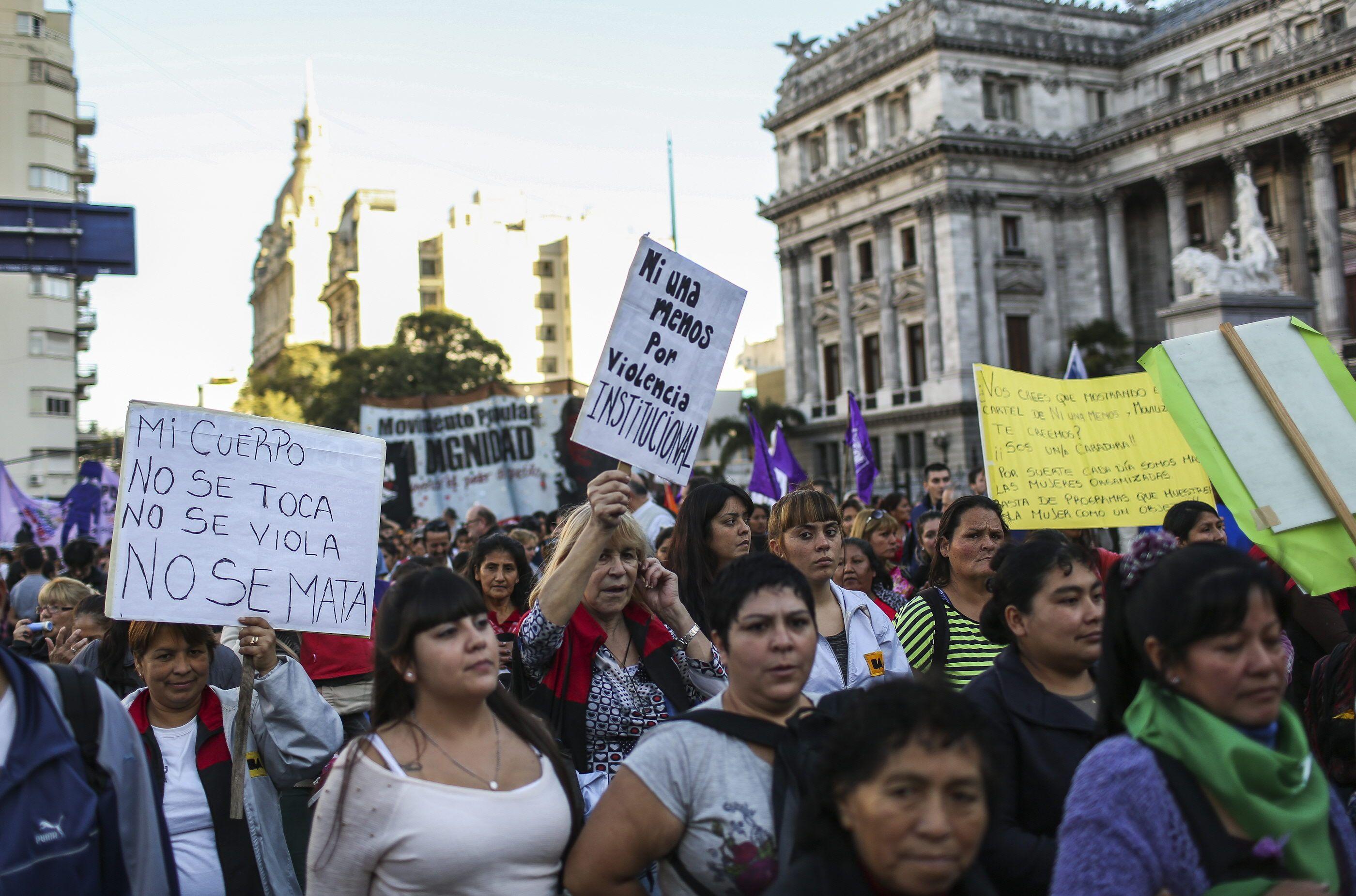 El Gobierno prometió crear en dos meses un registro oficial de femicidios