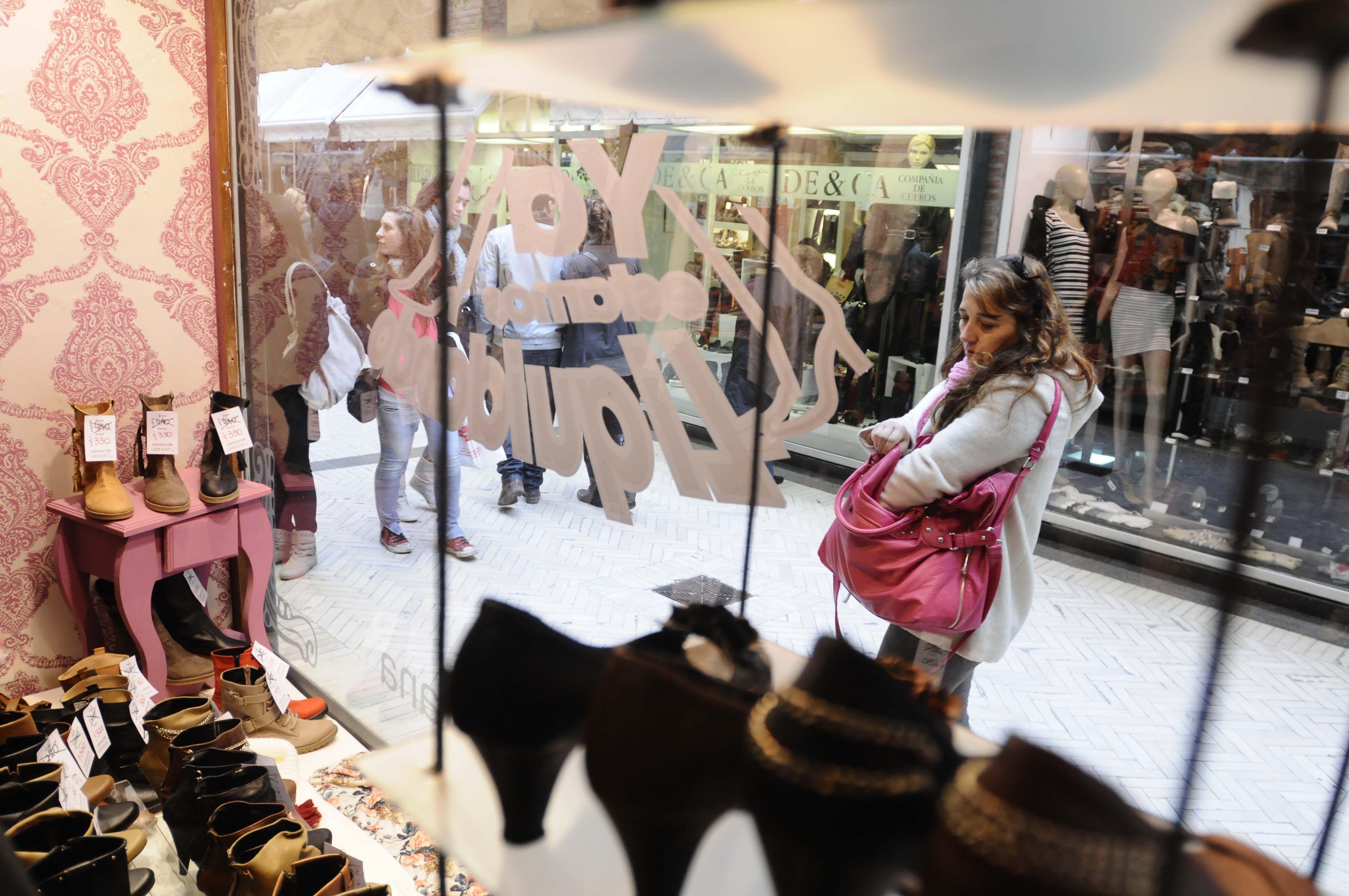 A pesar de las ofertas y liquidaciones, julio sufrió una fuerte baja en la venta de minoristas