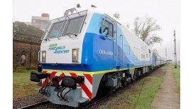 Randazzo recibió la primera formación del tren cero kilómetro en Bahía Blanca