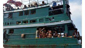 Miles de refugiados están en barcos a la deriva en el sudeste asiático