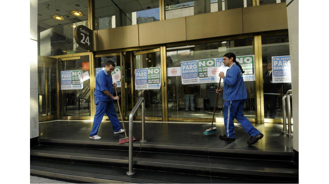 Bancarios anunciaron una huelga para este jueves: no habrá atención al público